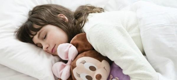 寝る前におでこのニキビを予防する7つのステップ
