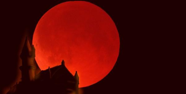 赤い月が見えると巨大地震が起きる?噂のウソと真実