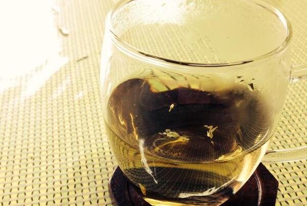どくだみ茶の効能を取り入れて美味しく健康になる7つのレシピ