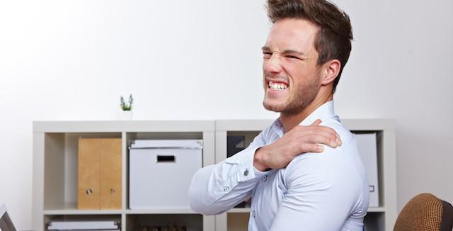 肩甲骨が痛いのは病気のサイン?!考えられる原因と対処法