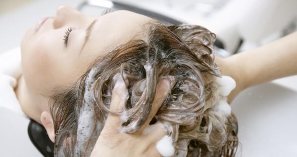 アミノ酸系シャンプーで髪がしっかり!目指せサラサラヘア