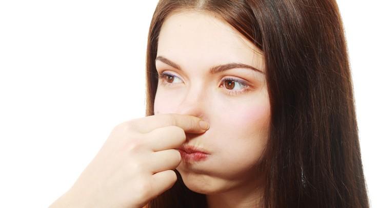 体臭の原因は?セルフチェックと根本から改善する7つの方法
