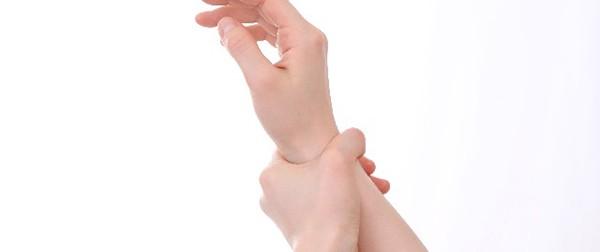 手首の骨折!高齢者に多い骨折の原因と処置法