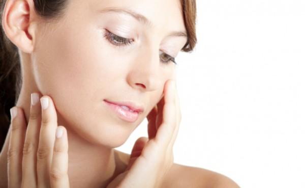 クレーター治療を受けずに、ニキビ跡を綺麗にする7つの方法