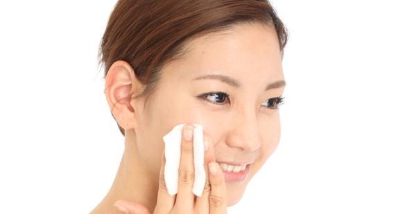 顎のニキビの原因を知って、美肌を取り戻す正しいケア方法