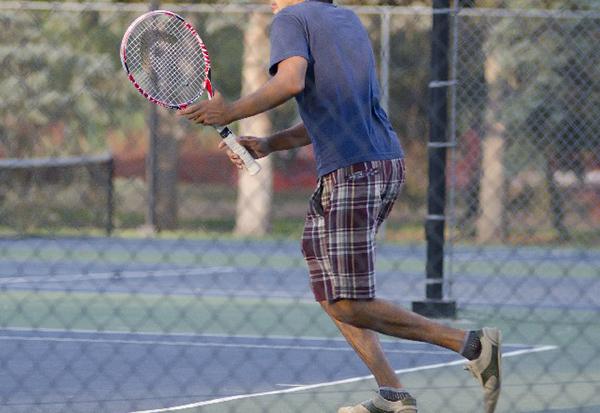 テニス肘の症状を理解しよう!プレイ前に予防策をチェック