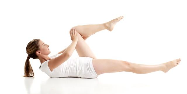 膝の内側の痛みを軽減!誰でも簡単にできるストレッチ