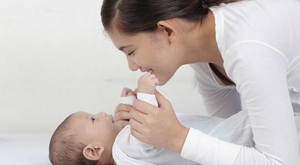 赤ちゃんの便秘に悩むママ必見!月齢別3つの原因と解消法