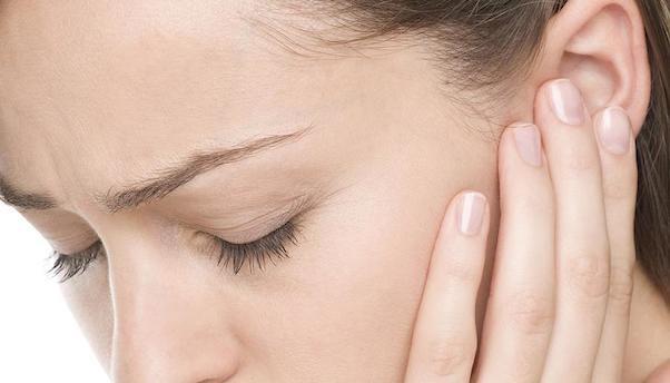耳鳴りはストレスが原因かも?!今すぐできる8つの対策
