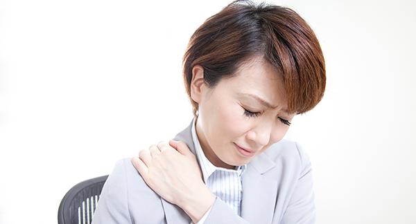 なぜ肩こりから頭痛が起こるの?5つの理由と対処法