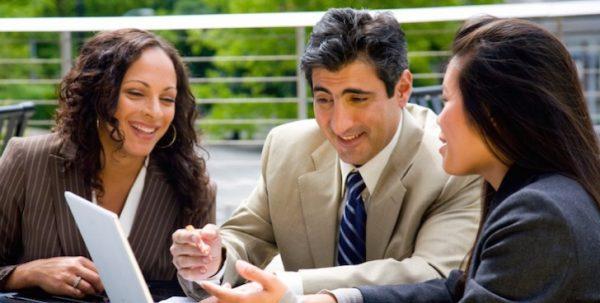 男性心理を学んで同僚との仲を円満に保つ5つの方法