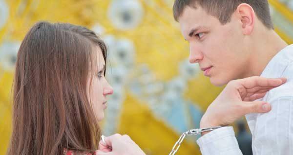 束縛を嫌う彼女の気持ちを理解し、円満に付き合う秘訣