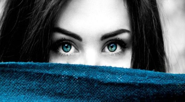 目線が気になる心理を学んで、ストレスから解放される方法
