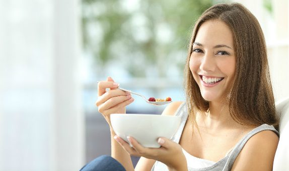 肌荒れを予防できる食べ物を知って、つやつや肌を保つコツ