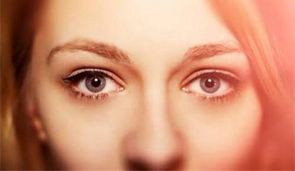 目線から相手の心理を理解して、場の空気を読む5つのコツ