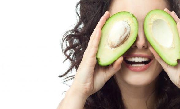乾燥肌に効く食べ物でツヤツヤ肌を取り戻す5つのレシピ