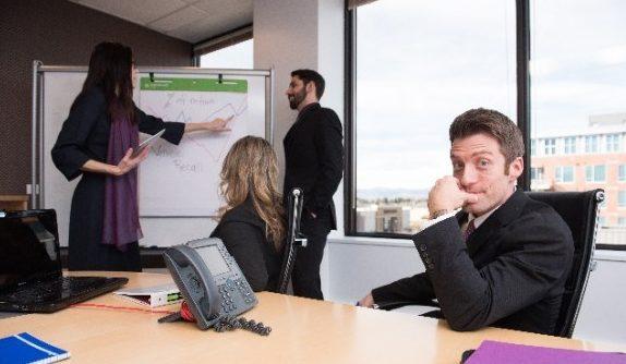 男性心理を学んで、職場の上司と良い関係を保つ5つの方法
