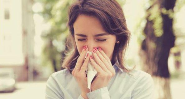 くしゃみが臭いと気になったら試す口臭の改善策