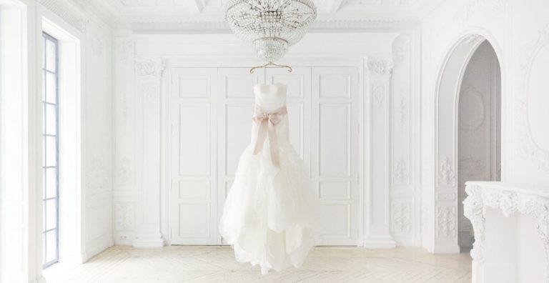 40代で結婚式をする人によく選ばれている服装とは
