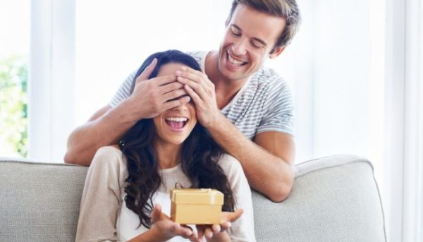 サプライズでプレゼントして恋愛関係を盛り上げる5つの術