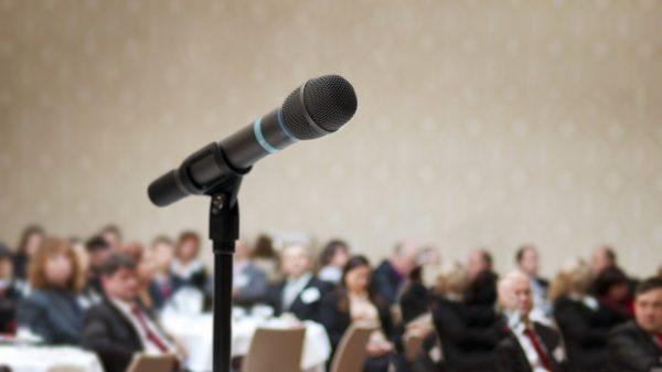 スピーチのコツを学んで、あがり症を改善する秘訣