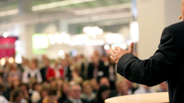 スピーチのコツをつかんで聞き手に感動を与える5つのポイント