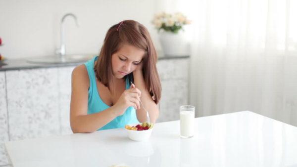 偏った食事習慣を見直してイライラを抑えるコツ